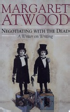 Negotiating with the Dead - Margaret Atwood, Margaret Eleanor Atwood (ISBN 9780521662604)