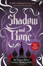 Shadow and Bone - Leigh Bardugo (ISBN 9781780622262)