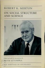 On social structure and science - Robert King Merton, Piotr Sztompka (ISBN 9780226520711)