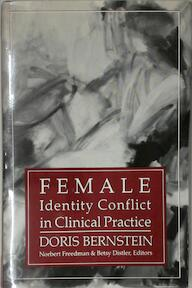 Female Identity Conflict in Clinical Practice - Doris Bernstein (ISBN 9780876685020)