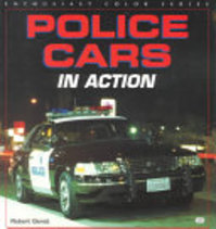 Police Cars in Action - Robert Genat (ISBN 9780760305218)