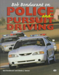 Bob Bondurant on Police and Pursuit Driving - Bob Bondurant, Edwin J. Sanow (ISBN 9780760306864)