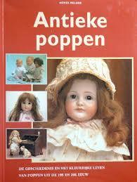 Agnes Melger,  Textcase - Antieke poppen